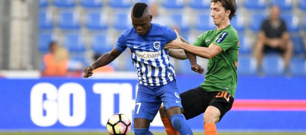 Mbwana Samatta of Genk & Lokomotiva's Ivan Sunjic - Goal.com - goal.com
