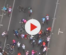 La caduta che ha segnato il finale della seconda tappa del Tour Down Under