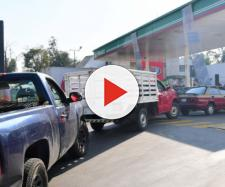 Largas filas se registran en estaciones de despacho de gasolina en México- cadenanoticias.com