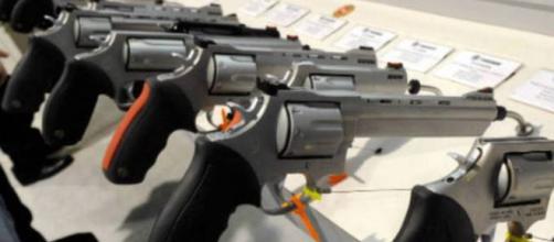Preço das armas assusta brasileiros. (Fonte: G1)