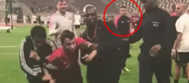 Neymar impediu ação dos seguranças para ajudar jovem. (Foto/Reprodução)