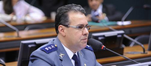 Na foto, Capitão Augusto líder da bancada da bala, quer facilidades na questão das armas (Foto: Lucio Bernardo Jr.)