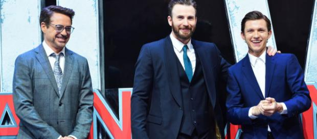 Chris Evans y Tom Holland en la presentación de 'The Devil All The Time' Will ... - bustle.com
