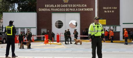 Bogotà, attentato alla scuola di polizia: 21 vittime.