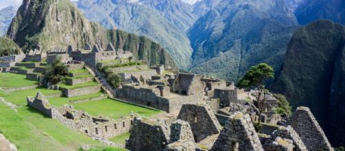 Em primeiro lugar, o Peru encanta por lugares como Machu Picchu (Fonte da imagem: Thrifty Nomads)