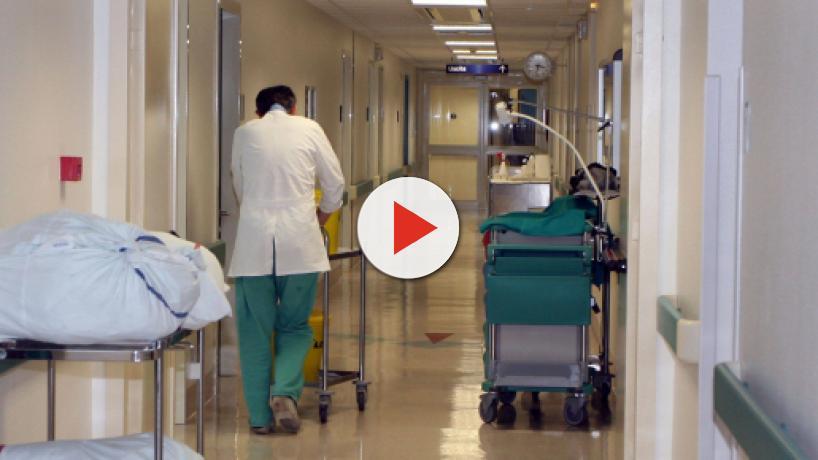 Bologna, agenzie funebri 'monopolizzano' le camere mortuarie ospedaliere: 30 in manette