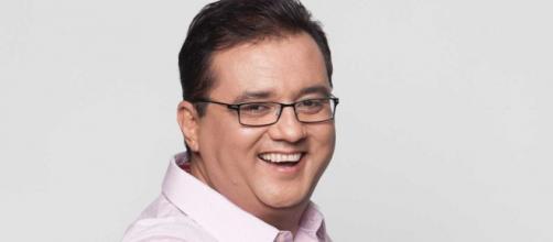 Geraldo Luís comanda o programa 'Domingo Show'. (Reprodução: R7)