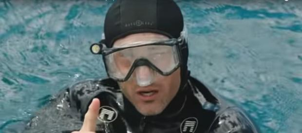 Steve (Alex O'Loughlin) takes a risky free dive to save lives on Hawaii Five-O in the 13th episode of Season 9. [Image source:tvpromosdb-YouTube]