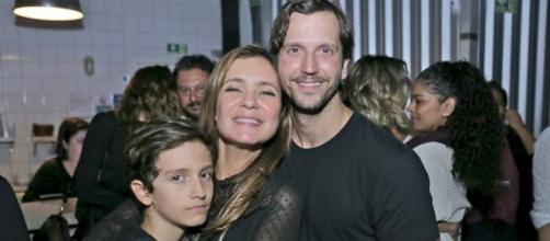 Adriana Esteves e Vladimir Brichta começaram a namorar e Kubanacan (Foto: Mais Vip)