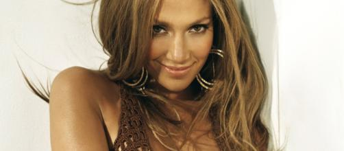 Come avere pelle viso luminosa come Jennifer Lopez - style24.it