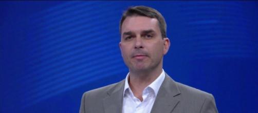 Flávio Bolsonaro é investigado e Governo tenta blindar Jair Bolsonaro das investigações sobre seu filho (g1.globo.com)