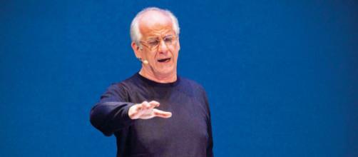 Spettatrice fa le smorfie in teatro, l'attore Toni Servillo la rimprovera: 'Lasci la sala'