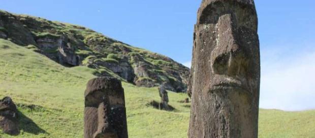 Easter Island sculptures [Image source: Credit: Dale Simpson, Jr.]
