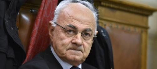 """Antisemitismo, il senatore Lannutti: """"i banchieri dietro i Protocolli dei Savi di Sion', scoppia il caso"""