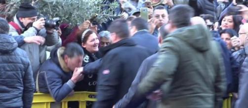 Dopo il baciamano di Afragola Roberto Saviano attacca Matteo Salvini