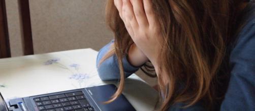In provincia di Treviso una 13enne è stata picchiata a scuola da cinque bulli.