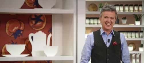 Enzo Ghinazzi, in arte Pupo, al timone del nuovo cooking show 'Pupi e Fornelli' su Tv8.