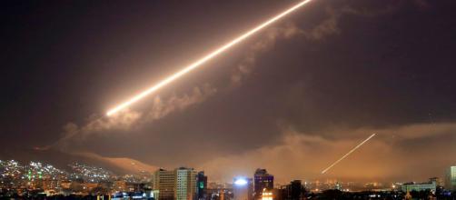 Israele attacca l'Iran in Siria. Iran minaccia: ''Distruggeremo Israele''