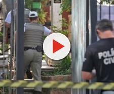 Policiais entraram dentro do imóvel e viram os corpos na cozinha (fotos: Alina Souza)