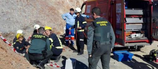 Bimbo caduto nel pozzo in Spagna: otto minatori della squadra speciale militare pronti a cimentarsi nell'ultima impresa.i.