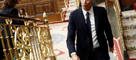 El Presidente del Gobierno, Pedro Sánchez, abandonando el hemiciclo tras la sesión de control al Gobierno (EFE/Mariscal)