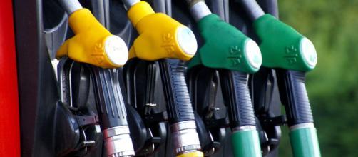 Benzinai e supermercati contrari alla fattura elettronica
