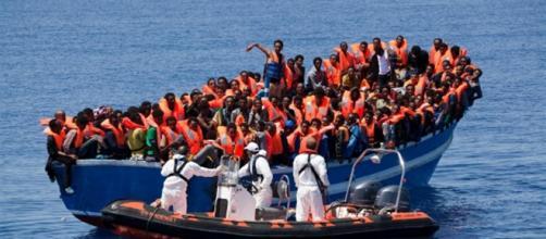 Migranti: nuova emergenza, Salvini e Di Maio: ''Vadano in Francia''
