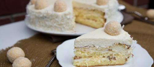 Ricetta Torta Raffaello al cocco.