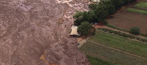 Comunicado pede para pessoas ficarem longe das margens (Foto: Corpo de Bombeiros/Divulgação)