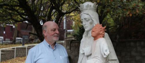A estátua de Jesus com a cabeça trocada em Sudbury, Canadá. (Foto: Marina von Stackelberg)