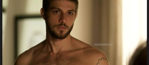 Chay Suede diz que não tem problema com a nudez (Reprodução/TV Globo)
