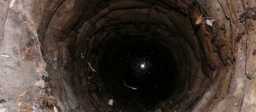 Imagen de archivo de un pozo lleno de agua