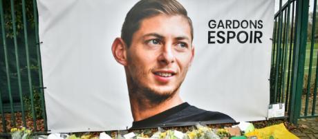 Recueillement sur la disparition d'Emiliano Sala