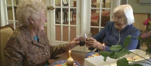 Amigas de más de 80 años siguen celebrando su cumpleaños
