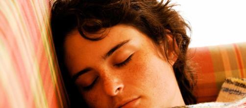 Personas que duermen demasiado podrían morir jóvenes, según estudios científicos