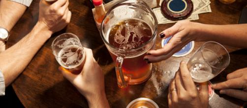 Tomarse una cerveza tras el trabajo es muy bueno para la salud