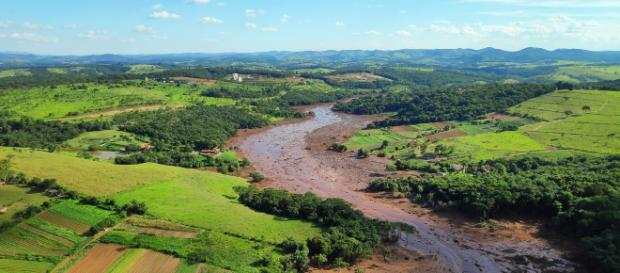 Mar de lama arrastou refeitório da empresa e pousada (Crédito: Cavex/Divulgação).