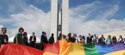Bolsonaro assina sua primeira medida provisória. Fonte: Movimento LGBT