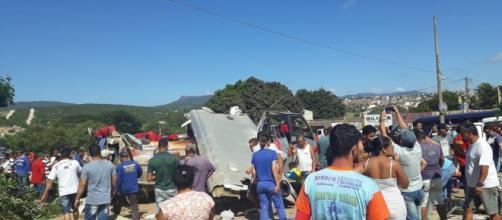 Veículos ficaram completamente destruídos (Crédito: Nilson Santos/Blog Liberdade Bom Sucesso).