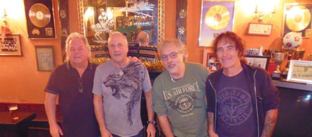 Paul Mario Day, Dave Sullivan, Terry Rance e o líder e baixista Steve Harris.