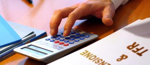 Dipendente del CAF spiega i trucchi per avere il reddito di cittadinanza
