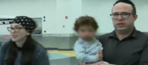 Família é expulsa de avião após serem acusados de mau odor corporal (Reprodução).