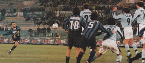 Il gol di Yuri Djorkaeff all'Olimpico nella doppia sfida di Coppa Italia tra Inter e Lazio della stagione 1998/99