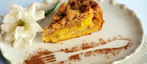 La torta di mele e cannella, un dolce tipico della tradizione italiana.