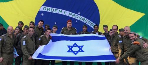 Militares israelenses recebem homenagem do Corpo de Bombeiros (David Atar/Embaixada de Israel)