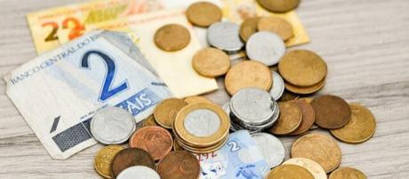 Cédulas e moedas de Reais (Imagem: Reprodução/financeone.com.br)