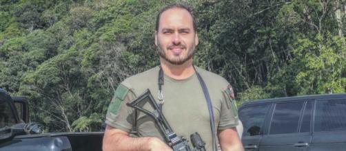 Carlos Bolsonaro provoca Luciano Huck com foto - (© Divulgação / Flirck / Bolsonaro)