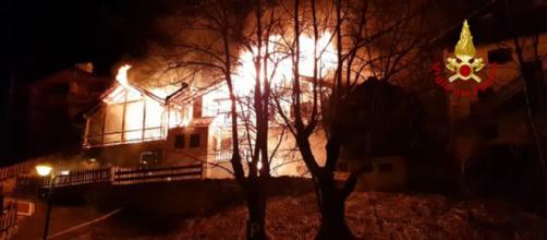 Case in fiamme a Zoldo, dolomiti
