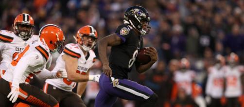 Lamar Jackson brilló en la victoria ante Cleveland con casi 100 yardas por tierra. www,news5cleveland.com