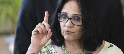 Ministra Damares Alves causa polêmica nas redes sociais (Valter Campanato/Agência Brasil)